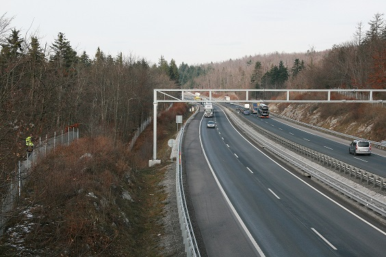 Electric fence was installed along a section of Primorska highway