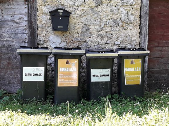 Bear-proof garbage- and compost bins serve their purpose well so far